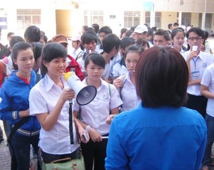 Các giảng viên tại tọa đàm Tiếp lửa lòng yêu nghề.