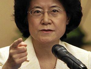 Philippines triệu Đại sứ TQ, thuê luật sư kiện
