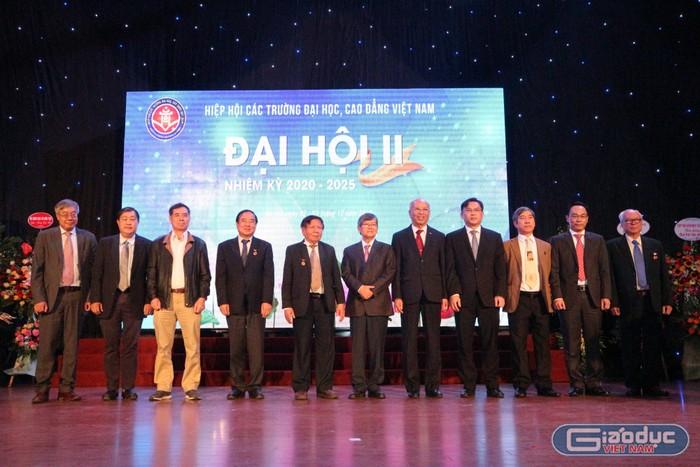 Đại hội nhiệm kỳ II bầu Tiến sĩ Vũ Ngọc Hoàng làm Chủ tịch Hiệp hội