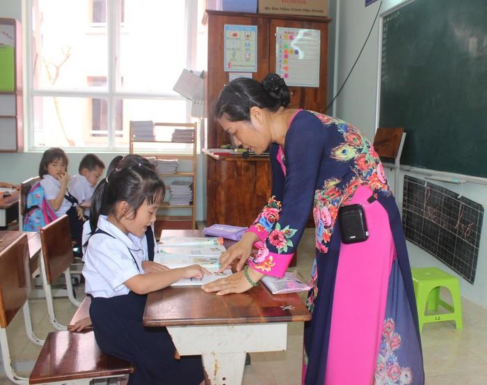 Bệnh thành tích đang kéo giáo dục Việt Nam tuột dốc (Ảnh: sggp.org.vn)