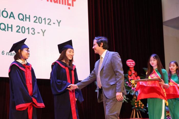 Tôi xin tặng Bộ trưởng Nguyễn Kim Sơn 1 chữ, làm được giáo dục ắt tốt lên