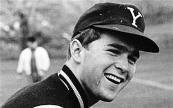 Cựu Tổng thống Mỹ George W. Bush là một cựu sinh viên Đại học Yale