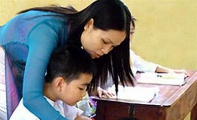 Muốn con được các thầy cô quan tâm nhiều hơn nên các bậc cha mẹ thường đi tết thầy cô bằng phong bì