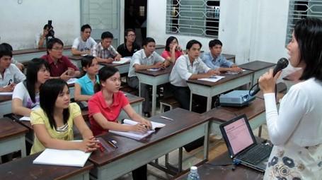 Bộ Giáo dục nên bỏ hệ đào tạo tại chức?