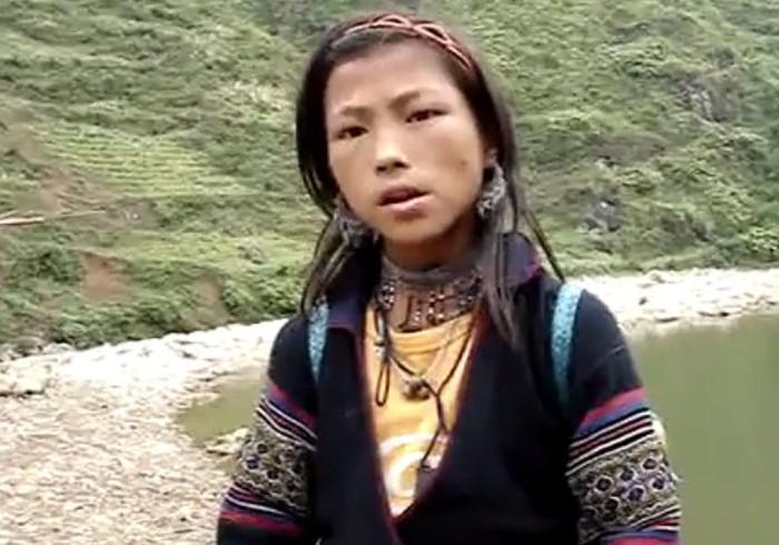 Clip: Há hốc mồm nghe cô bé người H'Mông nói tiếng Anh như gió
