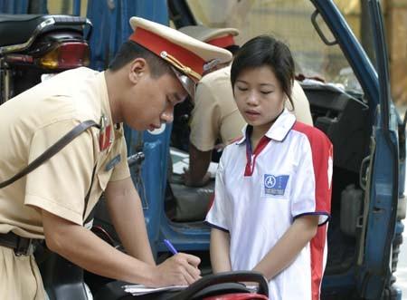 Bộ Công an: Không phạt lỗi không chính chủ với xe mượn, đủ giấy tờ