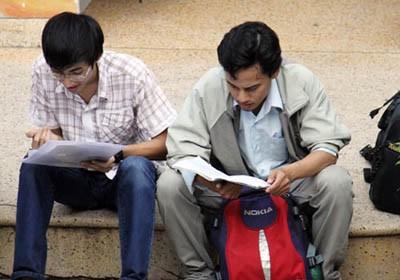 Tuyển sinh 2012: Vội vàng công bố điểm chuẩn kiếm sinh viên