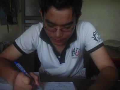 Cậu học trò mồ côi cả cha lẫn mẹ, thi đỗ 2 trường đại học