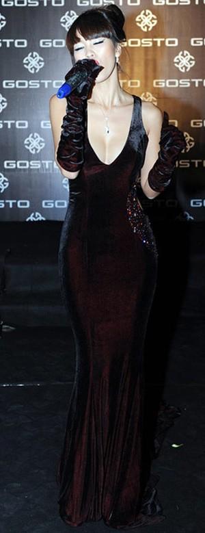 Mặc đồ nhung sexy như sao Việt, Thời trang, thoi trang sao, trang phuc nhung, thoi trang, phong cach sao, sexy,