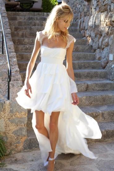 Chân dài nổi tiếng người Ba Lan Anja Rubik đẹp rạng ngời trong chiếc váy cưới hiệu Emilio Pucci.