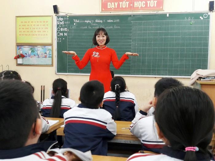 Cô giáo Hương dạy giỏi, mê sáng tác thơ, viết nhạc
