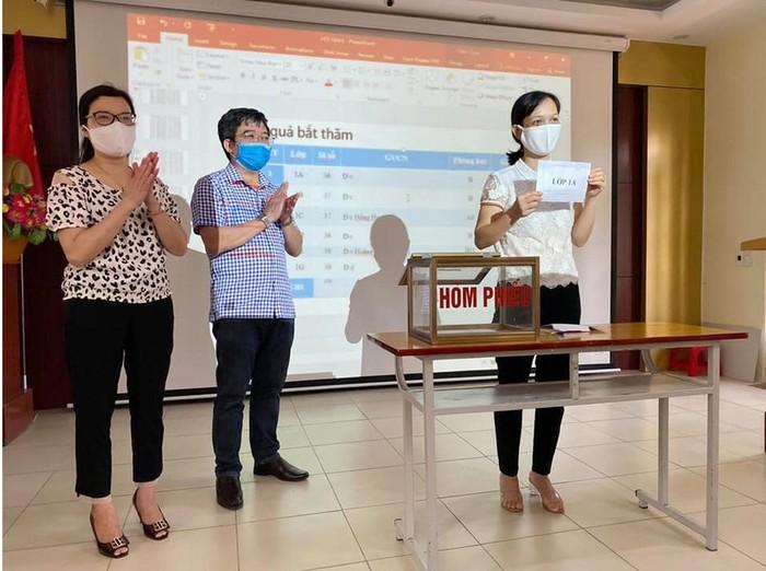 Thành phố Hải Dương bốc thăm chọn giáo viên chủ nhiệm lớp 1 và lớp 6