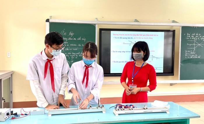 Quảng Ninh cho học sinh thi học kỳ vào cuối tuần, tổ chức dạy học trực tuyến