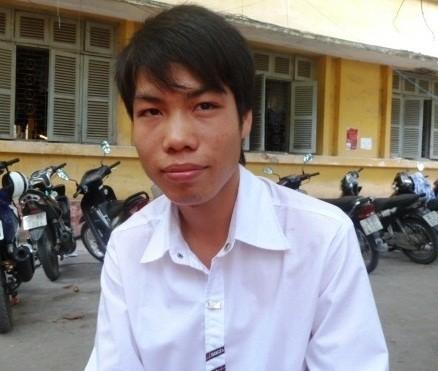 Cậu bé nghèo từ cõi chết trở về, thi đỗ hai trường đại học