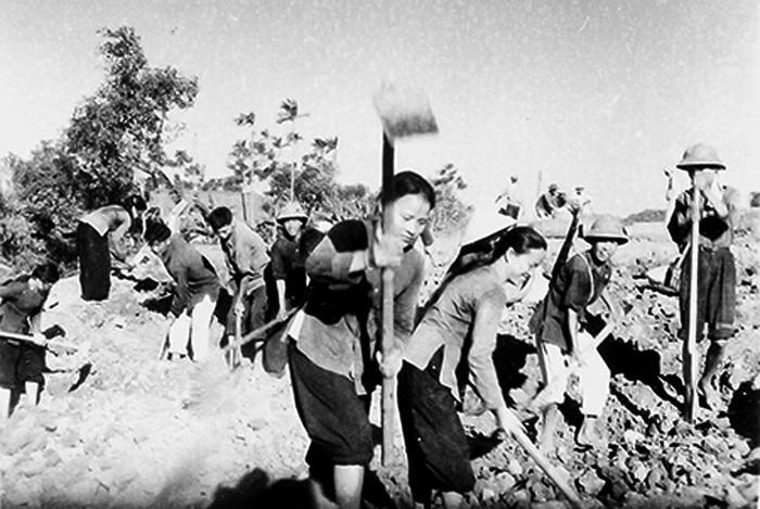 Những nữ chiến sĩ quả cảm trên con Đường Trường Sơn huyền thoại