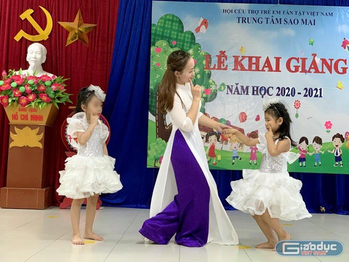 Lễ khai giảng của những đứa trẻ đặc biệt