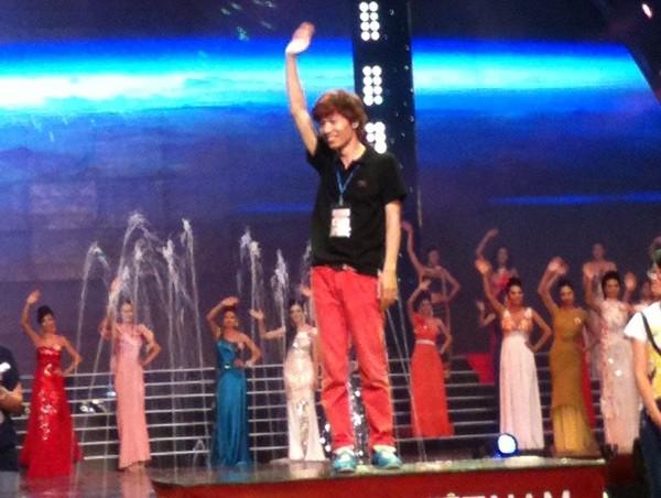 Chết cười màn giả gái, lên ngôi Hoa hậu của nhân viên VTV