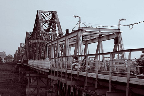 Cầu Long Biên có nguy cơ thành... đại siêu thị?