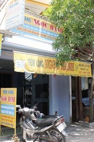 """Vụ cướp tiệm vàng """"độc và lạ"""" ở Sài Gòn, An ninh Xã hội, cuop tiem vang, lua dao, nguyen nhat quang, gia cong an, cuop vang, bao, bao cong an, bao an ninh, vn"""