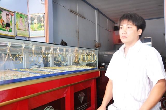 Ông Nguyễn Thanh Phong đã kịp tri hô cho người dân gần đó truy đuổi, khống chế và bắt giữ được Quang.