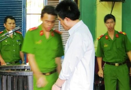 Trung, kẻ níu tình không được thì giết vợ tại tòa sơ thẩm