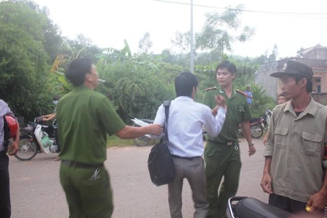 Phó GĐCA tỉnh Vĩnh Phúc sẽ xem xét vụ công an giật cúc áo phóng viên