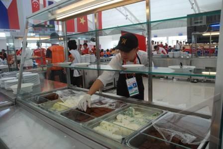 Các VĐV phải ăn mì tôm vì ngộ độc thức ăn ở Palembang