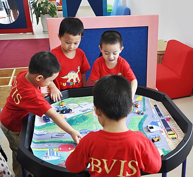 Vincom Village đón chào năm học mới