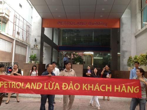 Khách hàng Petroland vây chủ đầu tư đòi căn hộ