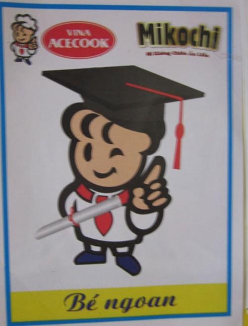 Phụ huynh choáng vì mì Mikochi quảng cáo trên cả... phiếu bé ngoan