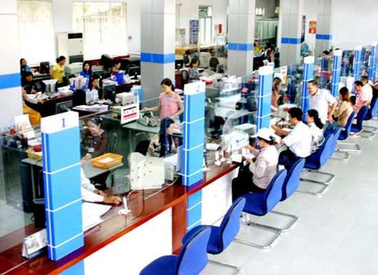 Lộ diện những ngân hàng cắt giảm lương nhân viên