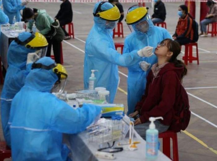 Xem xét ưu tiên tiêm vắc-xin Covid cho giáo viên coi thi tốt nghiệp