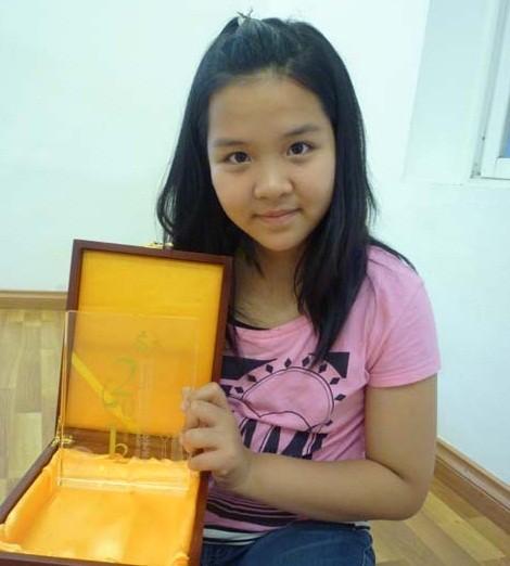 Bé gái 11 tuổi khiến nhiều người xúc động: