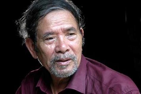 Nhà văn Lê Lựu khóc nức nở khi ông lão 87 tuổi bị con đẩy ra vỉa hè