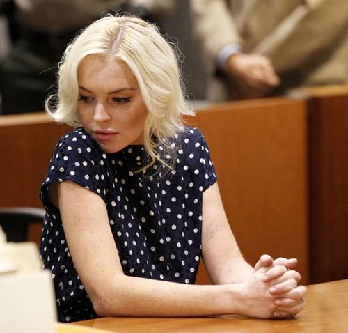 Lindsay Lohan bị phạt giam 30 ngày trong phiên tòa hôm 2/11. Ảnh: Pacific Coast.