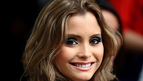 Nụ cười rạng rỡ, đôi mắt to chính là điểm mạnh của tân Hoa hậu.