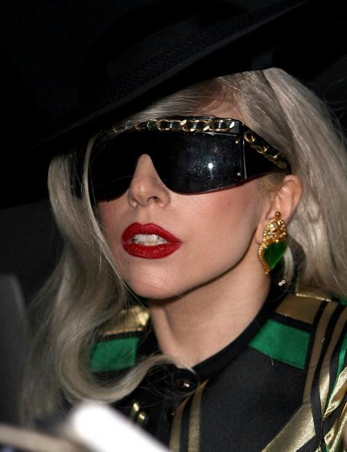Bộ dạng khác thường của Lady Gaga khiến đứa trẻ sợ hãi.