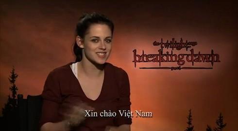 Kristen Stewart chào khán giả Việt Nam. Ảnh chụp từ clip.