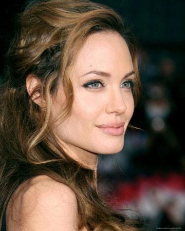 Diễn viên Angelina Jolie đang chờ ngày cho ra mắt bộ phim đầu tiên trong sự nghiệp đạo diễn.