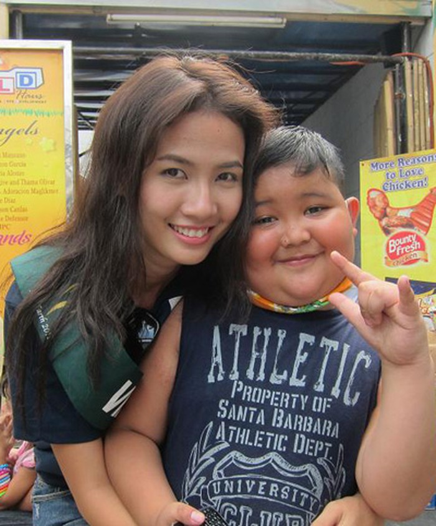 Top 5 Hoa hậu Thế giới người Việt tỏ ra thân thiện và gần gũi với trẻ em.