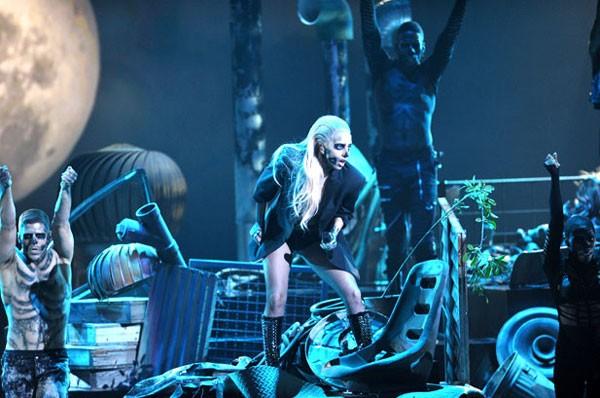 Bản thân Lady Gaga cũng nhận được hai đề cử tại Grammy năm nay, trong đó có hạng mục quan trọng nhất, Album của năm.