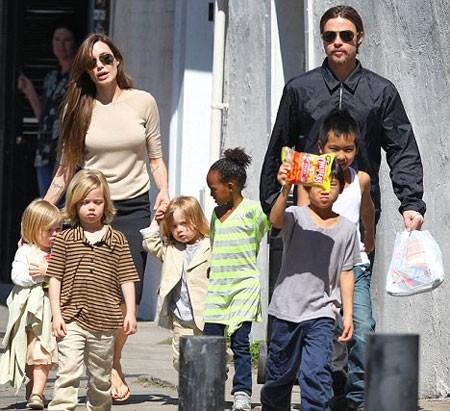 Người tình của Brad Pitt muốn các con được gặp ông ngoại. Ảnh: Splash.
