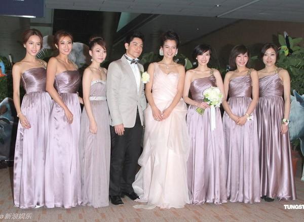 Các nghệ sĩ của làng giải trí Hong Kong được mời làm phù dâu cho cô dâu.