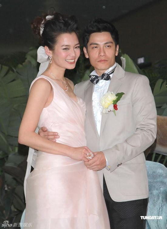 Đám cưới Lữ Tuệ Nghi diễn ra tối 13/12 trong không khí vui vẻ, ấm cúng.