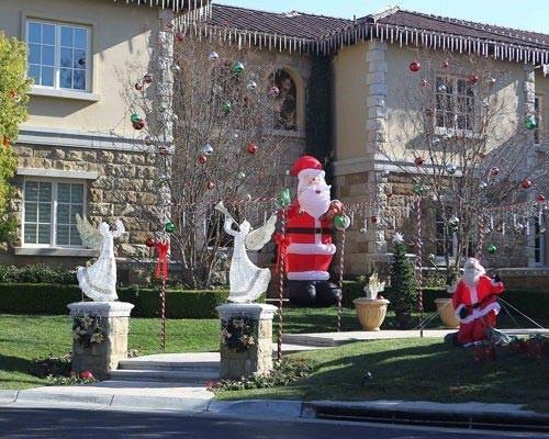 Britney trang hoàng nhà cửa đón Giáng Sinh