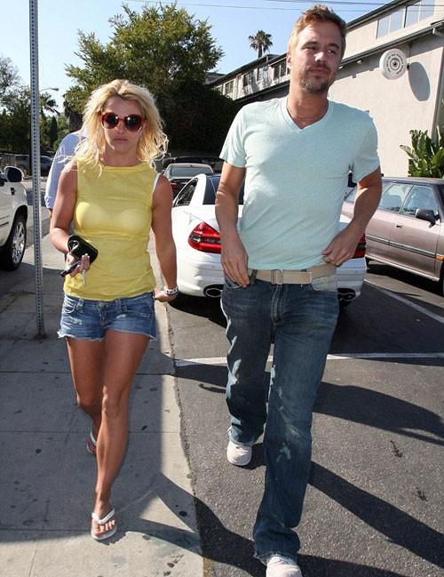 Britney đã nhận lời cầu hôn của Jason Trawick hôm 15/12.
