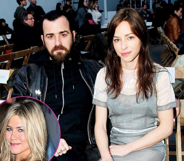 Jennifer Aniston có vẻ lại tiếp bước Angelina Jolie khi chọn làm người thứ ba trong cuộc tình của Justin Theroux và Heidi Bivens. Một nguồn tin khẳng định với tờ Us: 'Jen là người đến sau. Nếu Justin đang có ai đó thì cũng chẳng sao'. Sau khi Justin Theroux chia tay Heidi Bivens vào năm 2010, anh và Jen Aniston công khai tình cảm trước báo giới. Tuy nhiên, Jennifer Aniston một mực phủ nhận cáo buộc này.