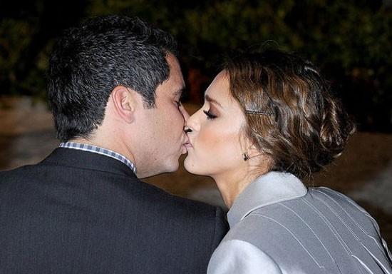 Cash Warren và cô vợ xinh đẹp, Jessica Alba tình cảm trong một sự kiện ở Los Angeles hồi tháng 11.