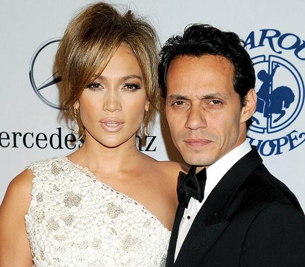 Cặp đôi Jennifer Lopez và Marc Anthony chính thức chia tay nhau vào tháng 7 năm nay sau 7 năm chung sống bên nhau. Tuy nhiên, một nguồn tin thân cận khẳng định với tờ Us rằng, thực tế cách đây hai năm, Jennifer Lopez cũng từng suýt bỏ Anthony sau khi phát hiện chồng 'tằng tịu' với một tiếp viên hàng không: 'Đáng ra Jennifer đã bỏ Marc từ thời điểm đó, nhưng anh ấy một mực cầu xin cô ấy tha thứ', nguồn tin này khẳng định.