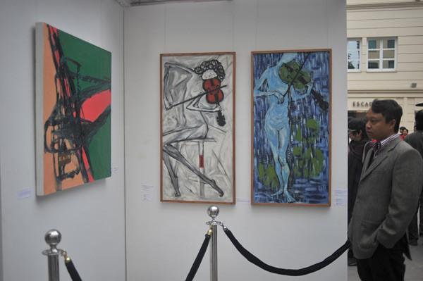 Bên cạnh không gian dành cho âm nhạc, ban tổ chức còn trưng bày các tác phẩm hội họa